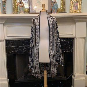 Feminine versatile black & white Kimono
